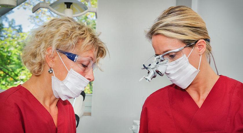 Lupenbrille Zahnarztpraxis Dr. Litsch-Scholz Ottobrunn. Foto Oksana Schubert
